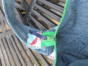 zipper tag