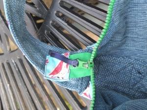 zipper tag