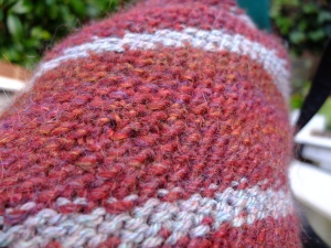 Close up - loving the moss stitch texture, not so keen on the uneven edges that changing colour in moss stitch leaves